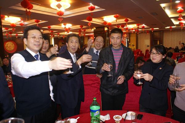 天水绿岛大酒店举办2013年新年迎春团拜会,昊峰集团全体中层干部欢聚